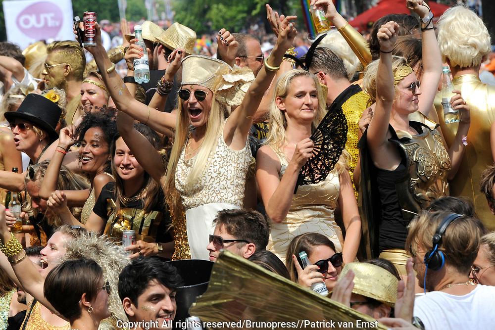 De Canal Parade 2014 - een botenparade over de Amsterdamse grachten en het hoogtepunt van Gay Pride Amsterdam.<br /> <br /> The Canal Parade 2014 - a boat parade on the canals of Amsterdam and the highlight of Gay Pride Amsterdam.<br /> <br /> Op de foto / On the photo: <br /> <br /> <br />  Een deelnemende boot / A participating boat