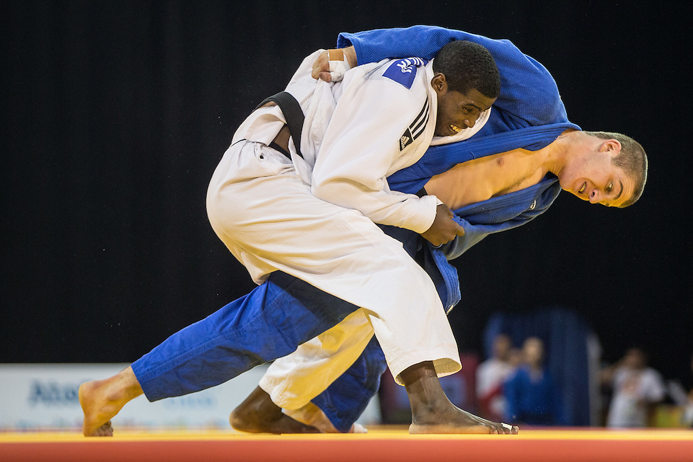 Ivan Felipe Silva (L- in White) of Cuba tries to avoid being thrown by Zachary Burt during their men's judo -81 kg 1/4 final at the 2015 Pan American Games in Toronto, Canada, July 13,  2015.  AFP PHOTO/GEOFF ROBINS