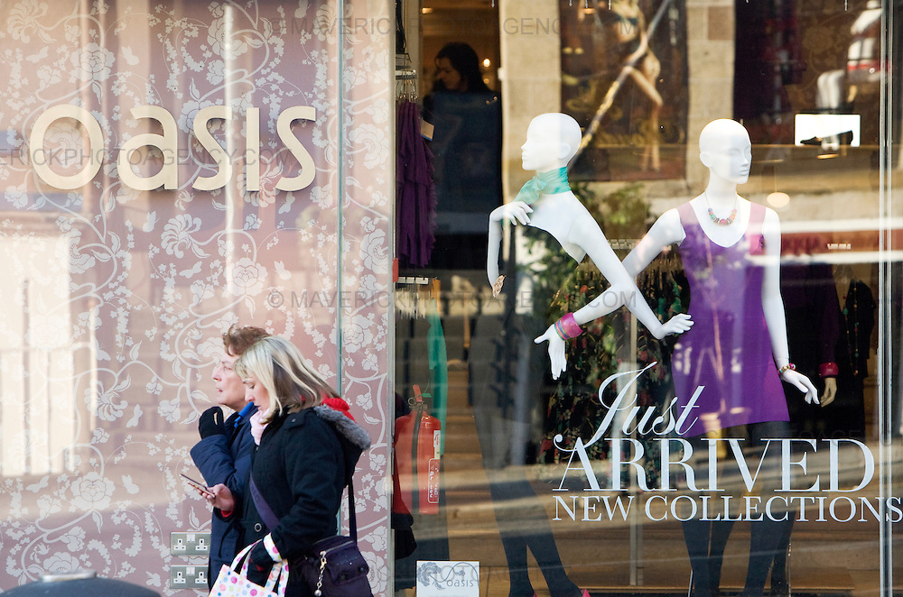 General Views of Oasis store in Edinburgh...Baugur, the Icelandic group that holds stakes in British high street retailers such as House of Fraser and Hamleys, fell into the hands of its creditors today after failing to reach an agreement over more than £1bn of debt..Baugur owns almost half of Mosaic Fashions, whose brands include Oasis, Principles and Karen Millen...04/2/2009.Picture Michael Hughes/Maverick