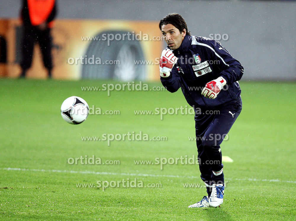 05.06.2012, Jozef Pilsudski Stadion, Krakau, POL, UEFA EURO 2012, Italien, Training, im Bild GIANLUIGI BUFFON // during EURO 2012 Trainingssession of Italy Nationalteam, at the Jozef Pilsudski Stadium, Krakau, Poland on 2012/06/05. EXPA Pictures © 2012, PhotoCredit: EXPA/ Newspix/ Michael Nowak..***** ATTENTION - for AUT, SLO, CRO, SRB, SUI and SWE only *****