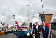 STAVOREN - Koning Willem-Alexander opent donderdagmiddag 8 mei 2014 de tweede Johan Frisosluis in Stavoren . COPYRIGHT POOL ROBIN UTRECHT