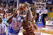 DESCRIZIONE : Venezia Lega A 2015-16 Umana Reyer Venezia - Banco di Sardegna Sassari<br /> GIOCATORE : Phil Goss<br /> CATEGORIA : mani<br /> SQUADRA :  Umana Reyer Venezia Banco di Sardegna Sassari<br /> EVENTO : Campionato Lega A 2015-2016 <br /> GARA : Umana Reyer Venezia - Banco di Sardegna Sassari<br /> DATA : 13/02/2016 <br /> SPORT : Pallacanestro <br /> AUTORE : Agenzia Ciamillo-Castoria/M.Gregolin<br /> Galleria : Lega Basket A 2015-2016 <br /> Fotonotizia : Venezia Lega A 2015-16 Umana Reyer Venezia - Banco di Sardegna Sassari
