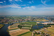 Nederland, Gelderland, Gemeente Zaltbommel, 08-07-2010; Arkenswaard, met Afgedamde Maas, gezien naar het noordwesten. Op het tweede plan en aan de rivier Wijk en Aalburg..Old branch of the Meuse..luchtfoto (toeslag), aerial photo (additional fee required).foto/photo Siebe Swart.
