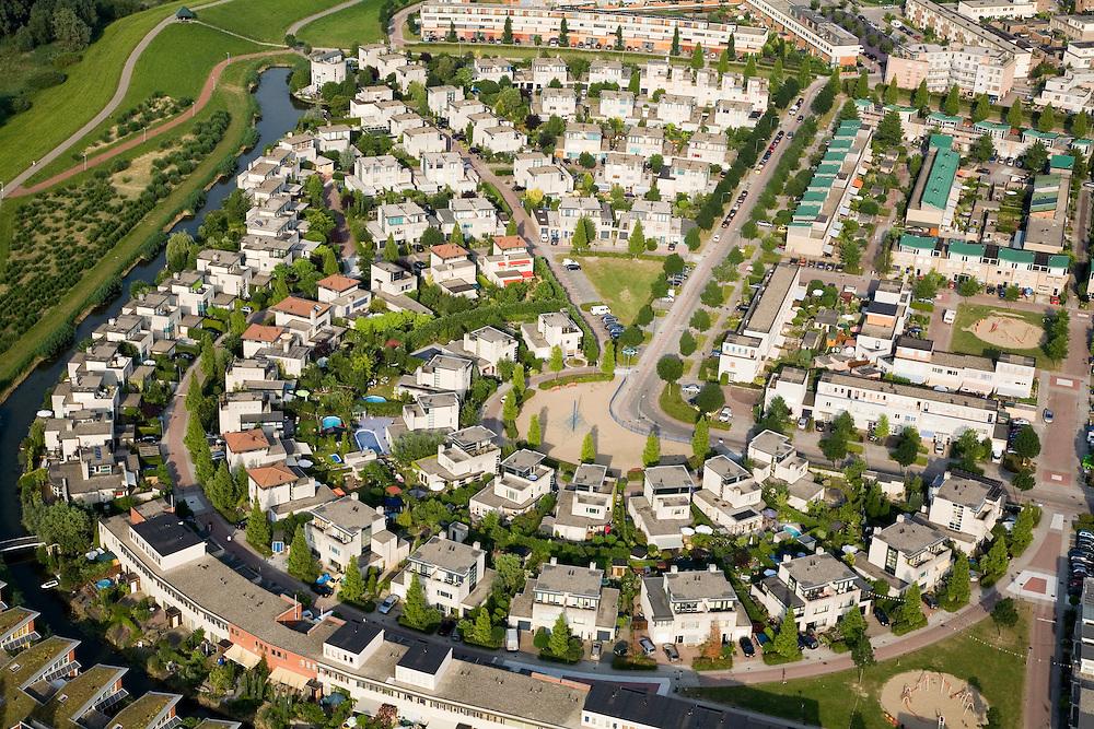Nederland, Zuid-Holland, Dordrecht, 04-07-2006. Stadspolders, jaren tachtig ( '80) . Urban polders of the eighties..  luchtfoto (toeslag); aerial photo (additional fee required); .foto Siebe Swart / photo Siebe Swart
