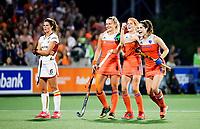 AMSTELVEEN -  vreugde bij Laurien Leurink (Ned), Carlien Dirkse van den Heuvel (Ned) en Marloes Keetels (Ned) na de 3e goal tijdens de damesfinale Nederland-Belgie bij de Rabo EuroHockey Championships 2017. COPYRIGHT KOEN SUYK