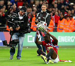 Eric Bailly of Manchester United celebrates with the EFL Trophy - Mandatory by-line: Matt McNulty/JMP - 26/02/2017 - FOOTBALL - Wembley Stadium - London, England - Manchester United v Southampton - EFL Cup Final