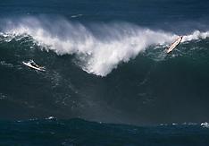 Surfers Tackle 20 foot Waves at Waimea Bay - 13 December 2017