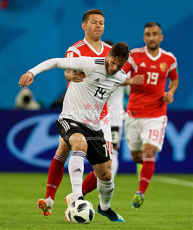 SAINT PETERSBURG, RUSSIA - Tuesday, June 19, 2018: Egypt's Ramadan Sobhy and Russia's Fedor Smolov during the FIFA World Cup Russia 2018 Group A match between Russia and Egypt at the Saint Petersburg Stadium. (Pic by David Rawcliffe/Propaganda)