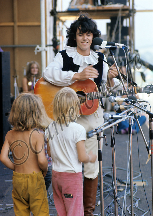 "Donovan - and the Pee Wee Three.-.Donovan amused the audience with a rendition of ""How much of a Pee do you Wee when you're little and only three?"" he was joined on stage by three small blond boys. Some people joked that they could have been girls, and this apparently greatly amused another artist, Joan Baez who was back stage at the time."