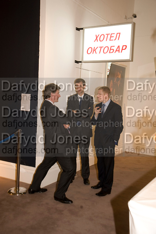 HENRY HOWARD-SNEYD; RICHARD PURCHASE; TIM MURPHY, Contemporary art Turkish. Sothebys. New Bond St. London. 2 March 2009 *** Local Caption *** -DO NOT ARCHIVE -Copyright Photograph by Dafydd Jones. 248 Clapham Rd. London SW9 0PZ. Tel 0207 820 0771. www.dafjones.com<br /> HENRY HOWARD-SNEYD; RICHARD PURCHASE; TIM MURPHY, Contemporary art Turkish. Sothebys. New Bond St. London. 2 March 2009