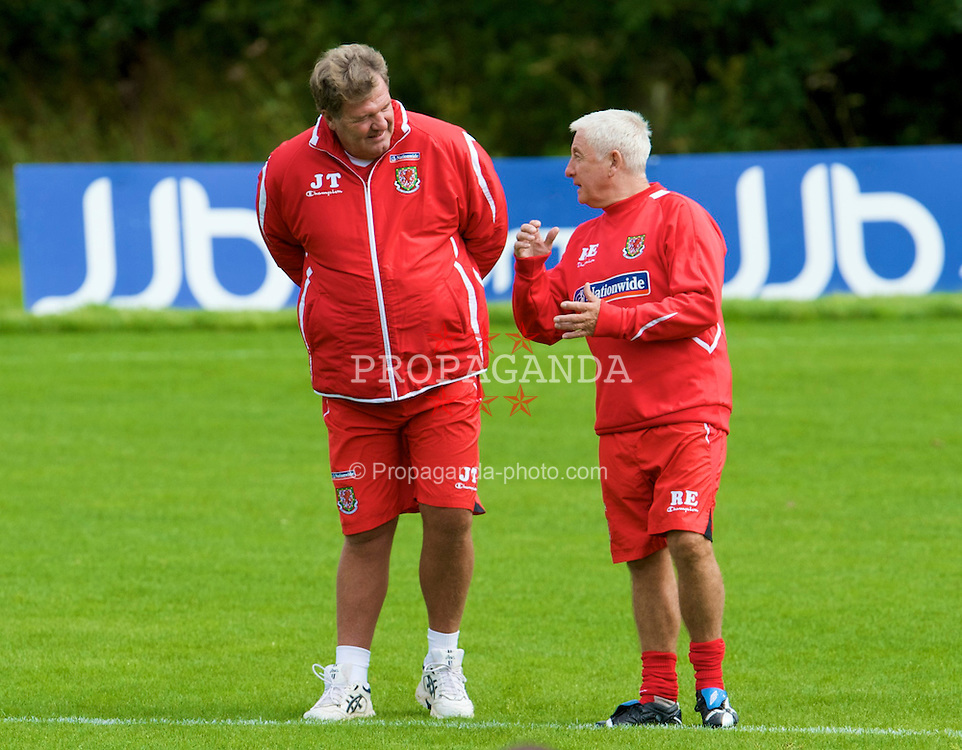 CARDIFF, WALES - Thursday, September 4, 2008: Wales' manager John Toshack and assistant Roy Evans during a training session at the Vale of Glamorgan Hotel ahead of their opening 2010 FIFA World Cup South Africa Qualifying Group 4 match against Azerbaijan. (Photo by David Rawcliffe/Propaganda)
