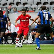 NLD/Amsterdam/20080808 - LG Tournament 2008 Amsterdam, FC Internazionale v Sevilla FC, Enzo Maresca in duel met Hernan Crespo en Muntari