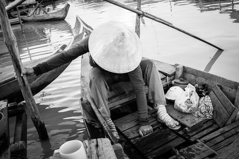 Woman landing her boat, in the floating village of Kompong Chnang, Cambodia.