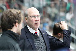 20.02.2015, Curt-Frenzel-Stadion, Augsburg, GER, DEL, Augsburger Panther vs EHC Red Bull München, 49. Runde, im Bild Chef-Trainer Don Jackson (EHC Red Bull Muenchen) // during Germans DEL Icehockey League 49th round match between Adler Mannheim and Grizzly Adams Wolfsburg at the Curt-Frenzel-Stadion in Augsburg, Germany on 2015/02/20. EXPA Pictures © 2015, PhotoCredit: EXPA/ Eibner-Pressefoto/ Kolbert<br /> <br /> *****ATTENTION - OUT of GER*****