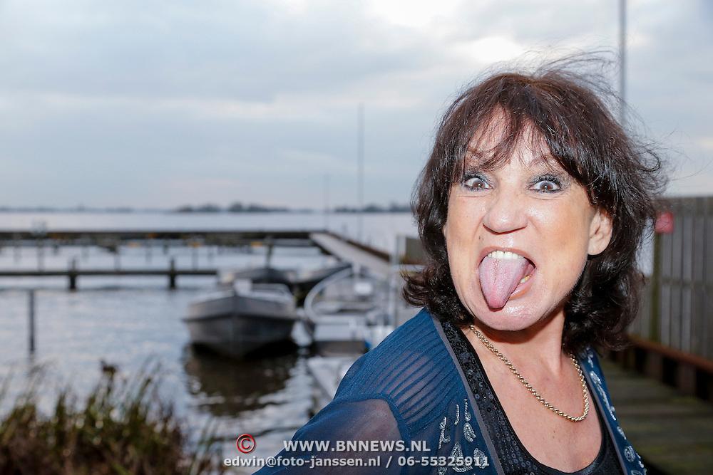 NLD/Loosdrecht/20121126 - CD uitreiking Anneke Gronloh, Jose Hoebee