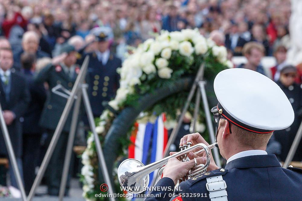 NLD/Amsterdam/20150504 - Dodenherdenking 2015 Amsterdam, last post word gespeeld