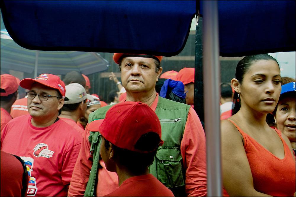 TODO 11 TIENE SU 13<br /> Photography by Aaron Sosa<br /> Caracas - Venezuela 2007<br /> (Copyright &copy; Aaron Sosa)<br /> <br /> Reportaje realizado en la concetraci&oacute;n oficialista a 5 a&ntilde;os del fallido golpe de estado al presidente Chavez
