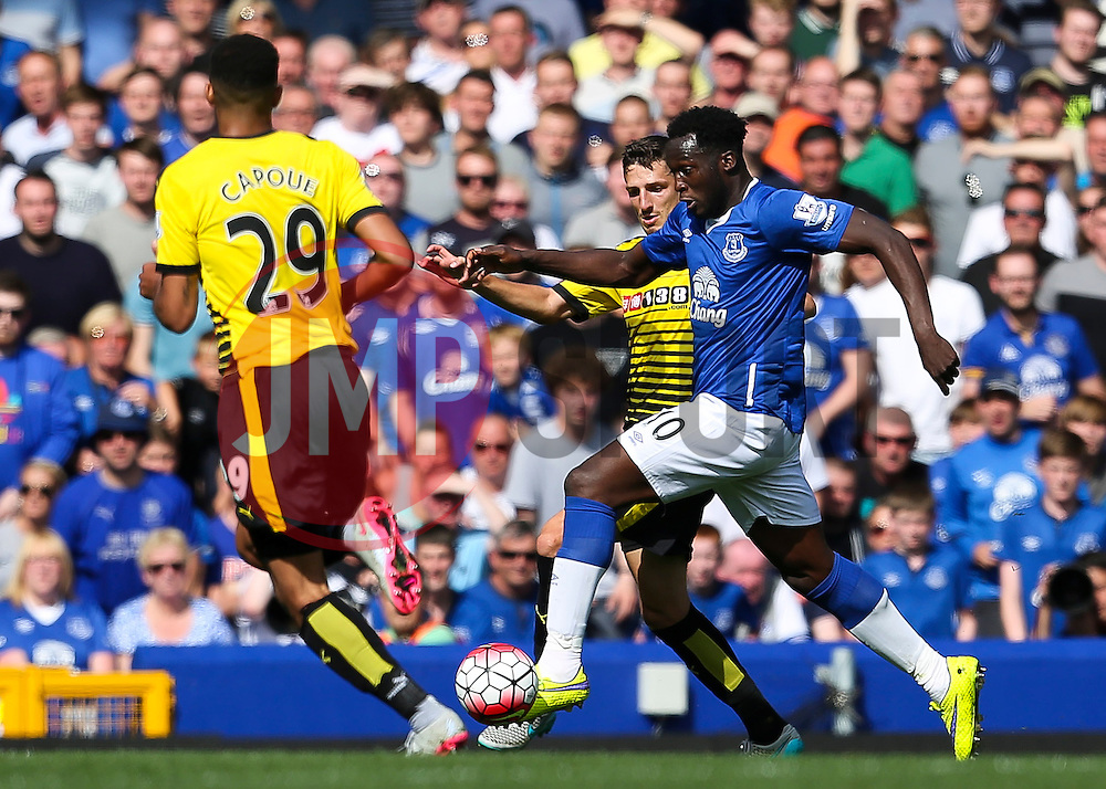 Everton's Romelu Lukaku takes on Watford's Craig Cathcart and Etienne Capoue - Mandatory byline: Matt McNulty/JMP - 07966386802 - 08/08/2015 - FOOTBALL - Goodison Park -Liverpool,England - Everton v Watford - Barclays Premier League