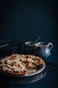 apple pie with ceramics on a wood tabel