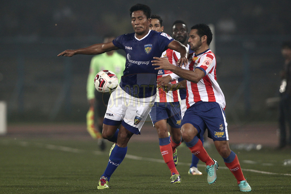 Dhanachandra Singh of Chennaiyin FC and Baljit Sahni of Atletico de Kolkata in action during match 31 of the Hero Indian Super League between Atl&eacute;tico de Kolkata and Chennayin FC held at the Salt Lake Stadium in Kolkata, West Bengal, India on the 14th November 2014.<br /> <br /> Photo by:  Deepak Malik/ ISL/ SPORTZPICS