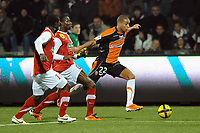 FOOTBALL - FRENCH CHAMPIONSHIP 2010/2011 - L1 - FC LORIENT v STADE BRESTOIS - 29/01/2011 - PHOTO PASCAL ALLEE / DPPI - KEVIN MONNET-PAQUET (FCL) / GRANDDI NGOYI (BREST)