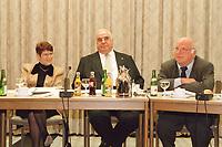 09.01.1999, Deutschland/K&ouml;nigswinter:<br /> Rita S&uuml;ssmuth, Helmut Kohl, Norbert Bl&uuml;m, zu Beginn der Klausurtagung des CDU-Bundesvorstandes, Arbeitnehmerzentrum, K&ouml;nigswinter<br /> IMAGE: 19990108-02/01-24<br /> KEYWORDS: Rita Suessmuth, Norbert Bluem