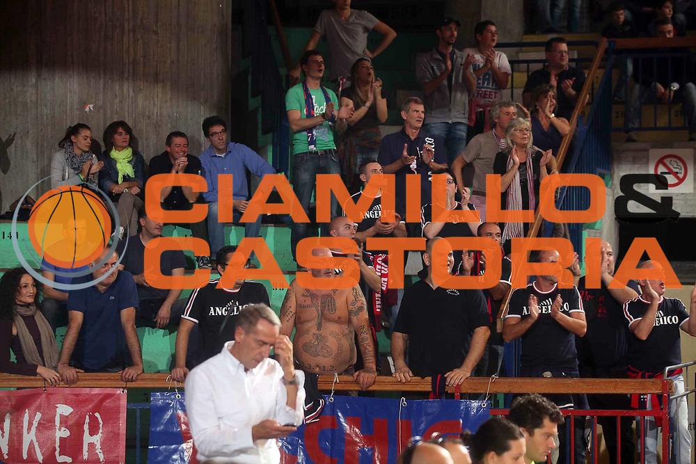 DESCRIZIONE : Reggio Emilia Lega A 2012-13 Trenkwalder Reggio Emilia Angelico Biella<br /> GIOCATORE : tifosi Angelico Biella<br /> CATEGORIA : tifosi<br /> SQUADRA : Angelico Biella<br /> EVENTO : Campionato Lega A 2012-2013 <br /> GARA : Trenkwalder Reggio Emilia Angelico Biella<br /> DATA : 21/10/2012<br /> SPORT : Pallacanestro <br /> AUTORE : Agenzia Ciamillo-Castoria/P. Boccaccini<br /> Galleria : Lega Basket A 2012-2013  <br /> Fotonotizia : Reggio Emilia Lega A 2012-13 Trenkwalder Reggio Emilia Angelico Biella