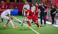 ANTWERPEN - John-John Dohmen (Belgie) met Vicenc Ruiz (Esp)   tijdens finale mannen  Belgie-Spanje-,  bij het Europees kampioenschap hockey.  COPYRIGHT KOEN SUYK