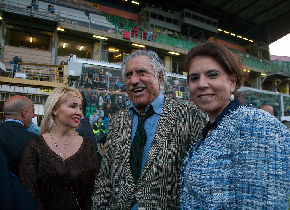 Lando Buzzanca insieme alla sua compagna Francesca della Valle allo stadio Renzo Barbera di Palermo.