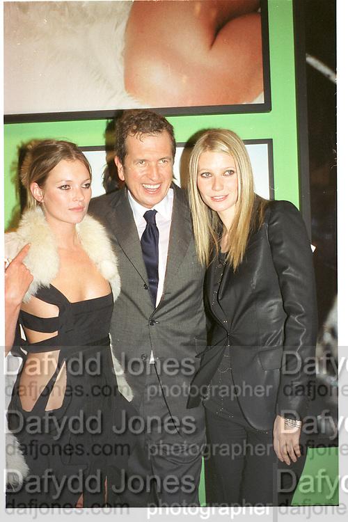Kate Moss, Mario Testino and Gwyneth Paltrow. . Mario Testino portraits. National Portrait Gallery. 29/1/02 © Copyright Photograph by Dafydd Jones 66 Stockwell Park Rd. London SW9 0DA Tel 020 7733 0108 www.dafjones.com