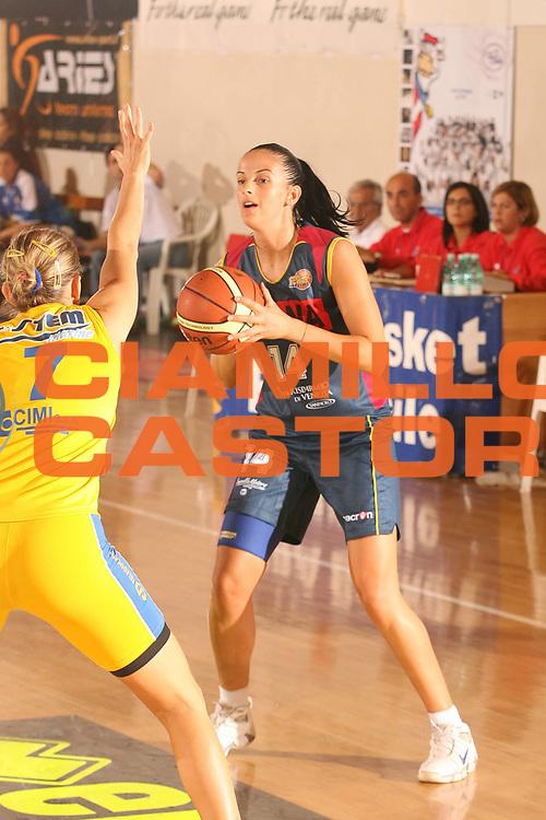 DESCRIZIONE : Cagliari Lega A1 Femminile 2006-07 Prima Giornata Umana Venezia Lavezzini Parma <br /> GIOCATORE : Vujovic Aleksandra<br /> SQUADRA : Umana Venezia <br /> EVENTO : Campionato Lega A1 2006-2007 <br /> GARA : Umana Venezia Lavezzini Parma <br /> DATA : 08/10/2006 <br /> CATEGORIA : <br /> SPORT : Pallacanestro <br /> AUTORE : Agenzia Ciamillo-Castoria/S.D'Errico