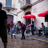 Vilafranca del Penedes, Catalonia, Spain. Saturday, 30 September 2017. A concert outside the Torras i Bages public Library. Parents and families are doing many kinds of activities at tomorrows Catalan referendum polling stations. Activists and families will spend the night inside their assigned polling stations as a measure to try to avoid the closure of the schools by the police. Vilafranca del Penedes, Catalonia, Spain.
