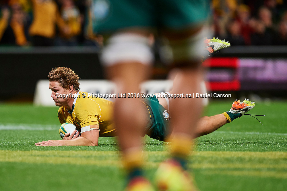 Michael Hooper of the Qantas Wallabies breaks over the line for a try during the Rugby Championship test match between the Australian Qantas Wallabies and Argentina's Los Pumas from NIB Stadium - Saturday 17th September 2016 in Perth, Australia. © Copyright Photo by Daniel Carson / www.photosport.nz)