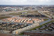 Nederland, Utrecht,  Leidsche Rijn,  04-03-2008; nieuwbouwwijk Enghwetering gezien naar de 'Wall', het monumentale geluidsscherm aan snelweg A2; het nu nog gedeeltelijkk stuk grond achter de de geluidsmuur wordt bedrijventerrein; in de achtergrond de links de Werkspoorbrug, midden Lage Weide met electriciteitscentrale, rechts centrum van de stad; . .luchtfoto (toeslag); aerial photo (additional fee required); .foto Siebe Swart / photo Siebe Swart