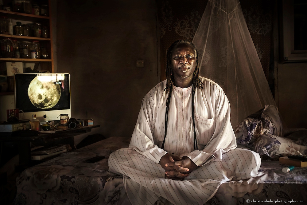 Serigne Cheikh Seye is not only a Marabout in the sense of a spiritual leader and teacher, but also a renowned shaman doctor and healer. He inherited his wisdom and healing power from his father and has often been invited by Europeans and Americans seeking his help to restore their health.