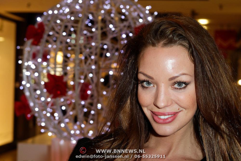 NLD/Amstelveen/20120216 - Presentatie Charityarmband Rode Kruis, Dorien Rose Duinker