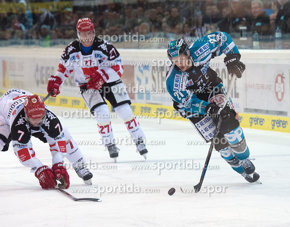 05.12.2015, Keine Sorgen Eisarena, Linz, AUT, EBEL, EHC Liwest Black Wings Linz vs HC TWK Innsbruck Die Haie, 27. Runde, im Bild Philipp Lukas (EHC Liwest Black Wings Linz) und Dustin VanBallegooie (HC TWK Innsbruck  Die Haie) // during the Erste Bank Icehockey League 27thround match between EHC Liwest Black Wings Linz and HC TWK Innsbruck  Die Haie at the Keine Sorgen Icearena, Linz, Austria on 2015/12/05. EXPA Pictures © 2015, PhotoCredit: EXPA/ Reinhard Eisenbauer