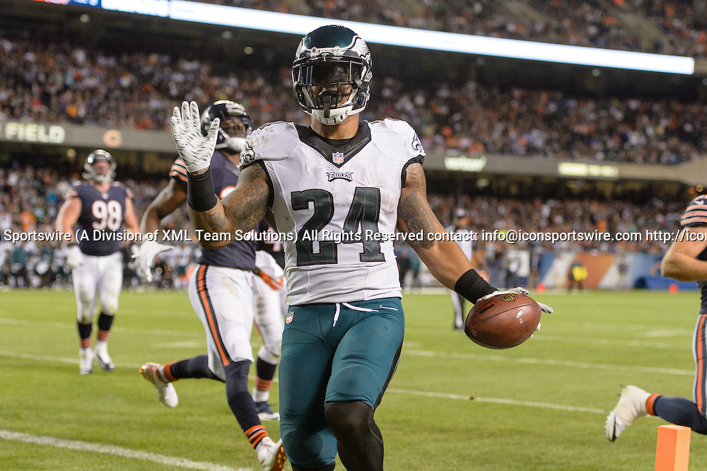 19 September 2016: Philadelphia Eagles Running Back Ryan Mathews (24) [9040] runs into the end zone for a touchdown during an NFL football game between the Philadelphia Eagles and the Chicago Bears at Solider Field in Chicago, IL. The Philadelphia Eagles won 29-14. (Photo by Daniel Bartel/Icon Sportswire)