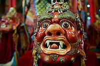 Mongolie, Ulaan Batar (Oulan Bator), Monastere de Choijin Lama, masque de danse Tsam et costume   // Mongolia, Ulaan Batar, Choijin Lama Monastery, Tsam dance mask