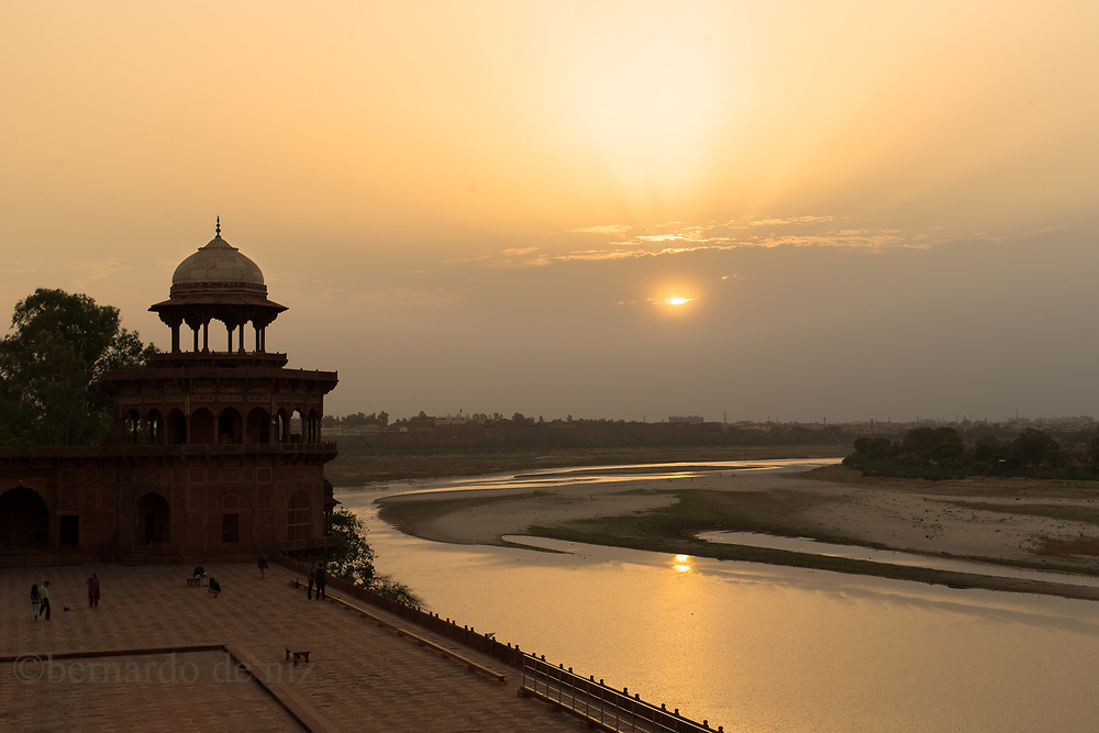 Traveling with Live learnt travel project to India & Nepal, July 4,  2014. Agra, India.. Photographer: Bernardo De Niz