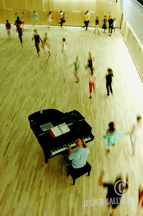 Ballet workshop på Alsion under kongelig balletdanser Liselotte Sand..Foto Balleby