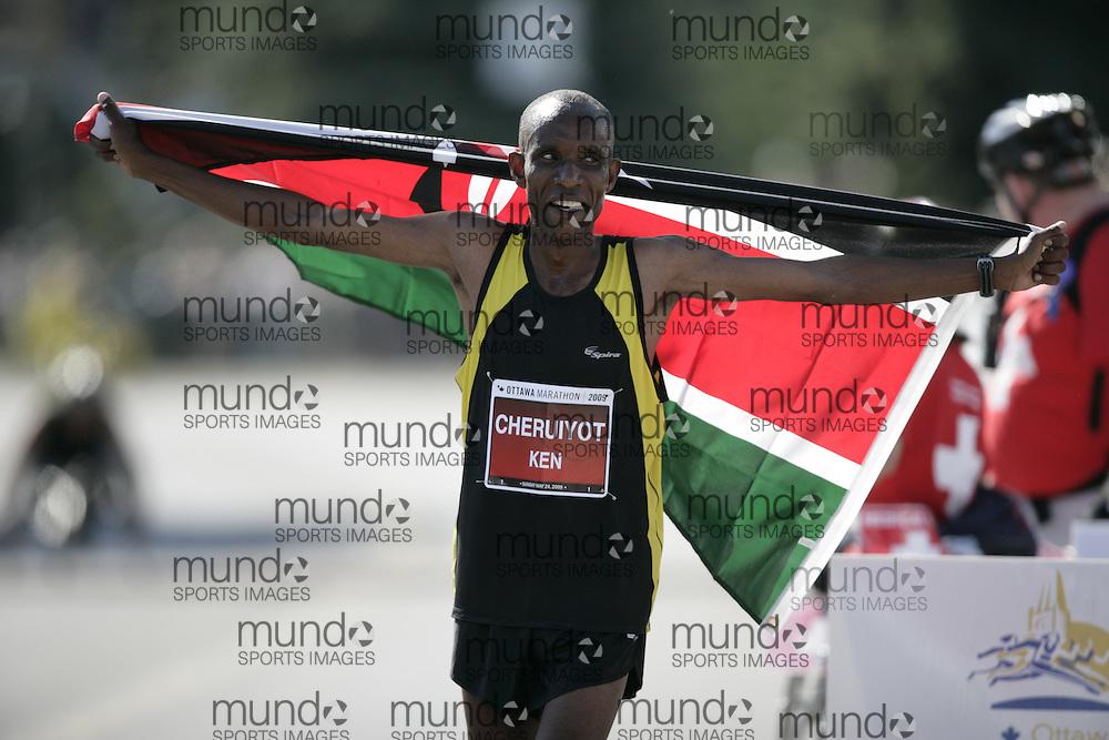 Ottawa, Ontario ---24/05/09---  DAVID CHERUIYOT of Kenya celebrates his victory in the 2009 Ottawa Marathon in Ottawa, Ontario, May 24, 2009. CHERUIYOT   finished in a time of 2:13:23. .GEOFF ROBINS Mundo Sport Images