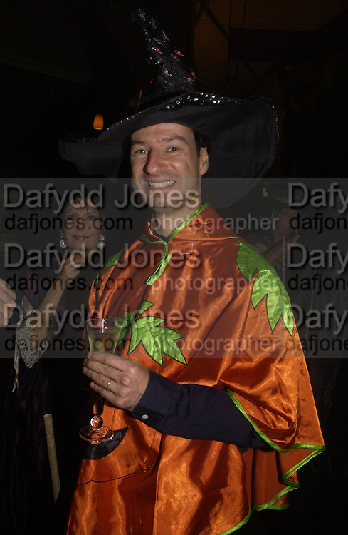 Nick Drummond. Halloween Party in aid of the MS Society. The Collection. 31 October 2005. ONE TIME USE ONLY - DO NOT ARCHIVE © Copyright Photograph by Dafydd Jones 66 Stockwell Park Rd. London SW9 0DA Tel 020 7733 0108 www.dafjones.com
