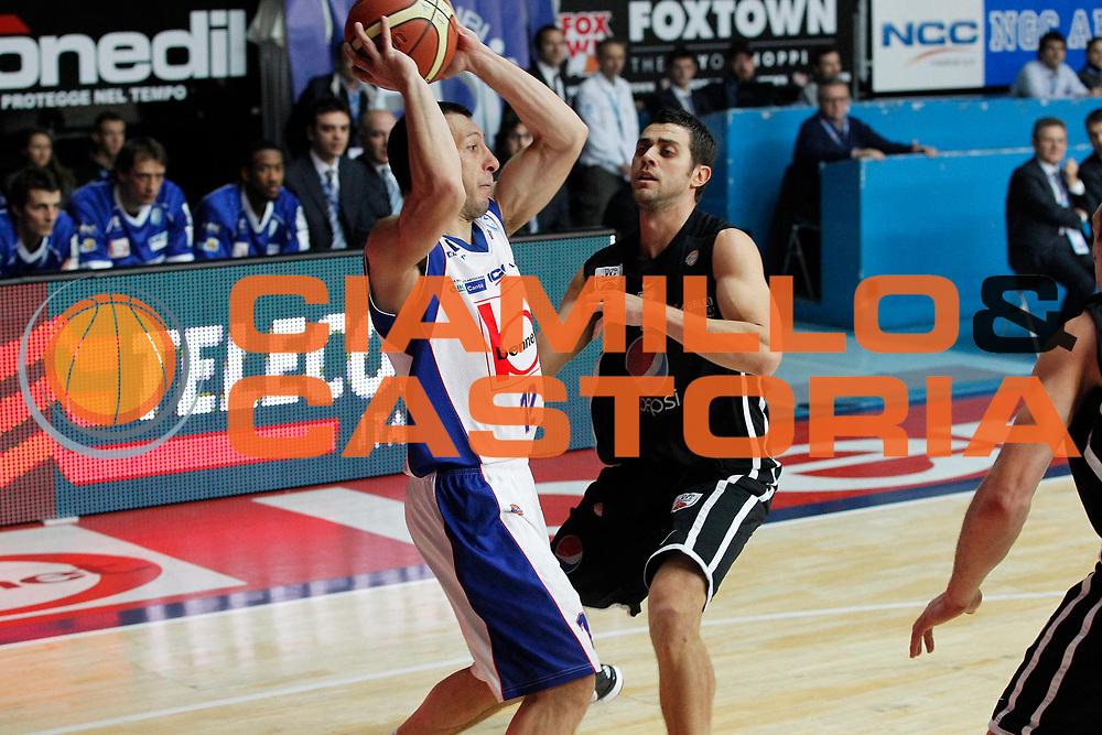 DESCRIZIONE : Cantu Campionato Lega A 2011-12 Bennet Cantu Pepsi Caserta<br /> GIOCATORE : Nicolas Mazzarino<br /> CATEGORIA : Palleggio<br /> SQUADRA : Bennet Cantu<br /> EVENTO : Campionato Lega A 2011-2012<br /> GARA : Bennet Cantu Pepsi Caserta<br /> DATA : 20/11/2011<br /> SPORT : Pallacanestro<br /> AUTORE : Agenzia Ciamillo-Castoria/G.Cottini<br /> Galleria : Lega Basket A 2011-2012<br /> Fotonotizia : Cantu Campionato Lega A 2011-12 Bennet Cantu Pepsi Caserta<br /> Predefinita :
