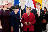 DEU,Deutschland,Berlin,12.04.11 Staatsbesuch von Königin Beatrix der Niederlande Deutschland. Bundeskanzlerin Angela Merkel begrüßt Königin Beatrix, Kronprinz Willem Alexander und Prinzessin Maxima im Bundeskanzleramt in Berlin...State visit of Queen Beatrix of Netherland in Germany. German Chancellor Angela Merkel welcomes Queen Beatrix , Prince Willem Alexander und Princess Maxima at the Chancellery on April 12th 2011 in Berlin...