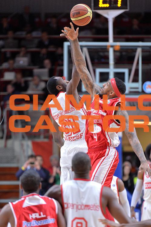 DESCRIZIONE : Varese Lega A 2014-15 Openjobmetis Varese Giorgio Tesi Group Pistoia<br /> GIOCATORE : Eyenga Christian<br /> CATEGORIA : Palla a due inizio<br /> SQUADRA : Openjobmetis Varese<br /> EVENTO : Campionato Lega A 2014-2015<br /> GARA : Openjobmetis Varese Giorgio Tesi Group Pistoia<br /> DATA : 04/01/2015<br /> SPORT : Pallacanestro <br /> AUTORE : Agenzia Ciamillo-Castoria/I.Mancini<br /> Galleria : Lega Basket A 2014-2015 <br /> Fotonotizia : Varese Lega A 2014-15 Openjobmetis Varese Giorgio Tesi Group Pistoia<br /> Predefinita :
