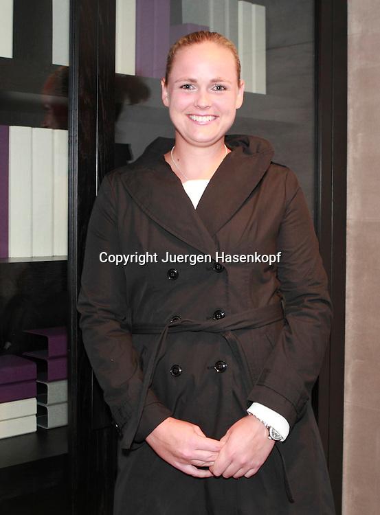 Tennis,Fed Cup Spielerin Anna-Lena Groenefeld GER),Einzelbild,.Halbkoerper,Hochformat,Portrait,