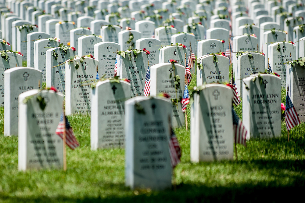 On Memoral Day, friends and relatives visits the graves of the fallen at Arlington National Cemetery in Arlington, Virginia, USA, on 26 May 2014.