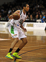 Marcel Jones looks for options, in  the NBL match, between the Otago Nuggets and Manawatu Jets, Lion Foundation Arena, Edgar Centre, Dunedin, Otago, New Zealand, Saturday, June 8, 2013. Credit: Joe Allison / Allison Images