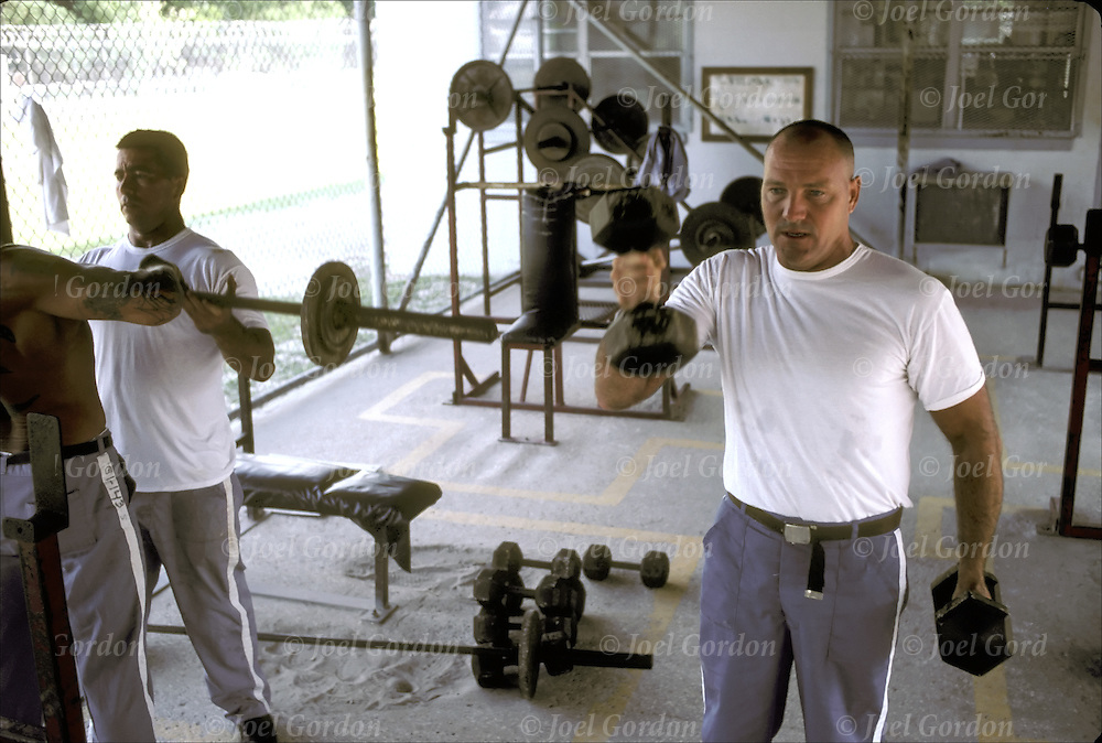 Prison inmates working out in weight area. Putnam Correctional Institution, East Palalka - FL  detainees